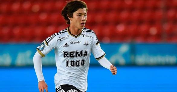 Trung Quốc có cầu thủ nhập tịch đầu tiên trong lịch sử - Ảnh 1.