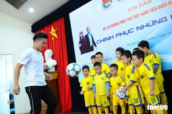 Nguyễn Quang Hải: Thầy Park dạy tôi người Việt không thua kém ai - Ảnh 1.