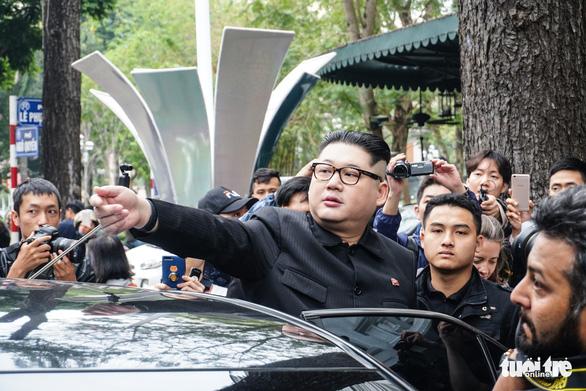 Hai ông Trump và Kim giả đã bắt tay nhau tại Hà Nội - Ảnh 4.