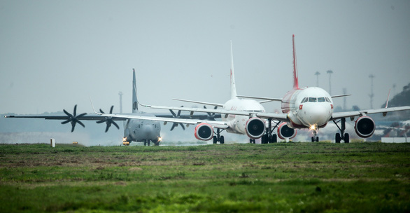 Hercules C-130J của Mỹ xuất hiện 2 giờ ở Nội Bài - Ảnh 6.