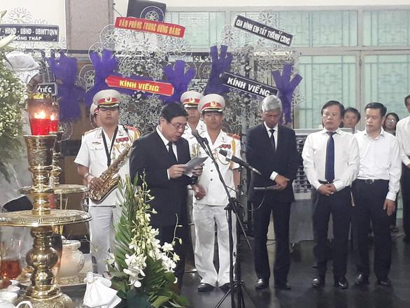 Tiễn đưa Phó chủ tịch UBND TP.HCM Nguyễn Thị Thu - Ảnh 2.