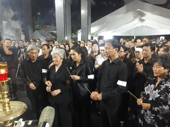 Tiễn đưa Phó chủ tịch UBND TP.HCM Nguyễn Thị Thu - Ảnh 6.