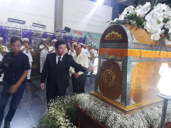 Tiễn đưa Phó chủ tịch UBND TP.HCM Nguyễn Thị Thu - Ảnh 4.
