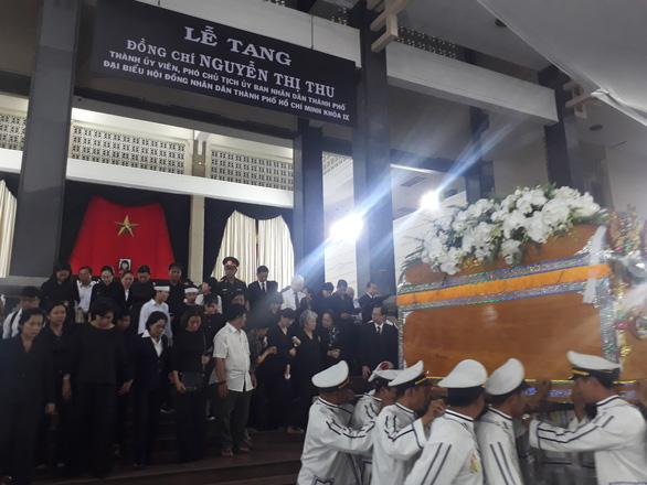 Tiễn đưa Phó chủ tịch UBND TP.HCM Nguyễn Thị Thu - Ảnh 1.