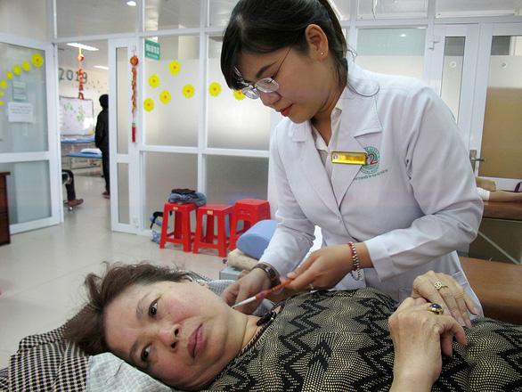Trao giải Phạm Ngọc Thạch cho bác sĩ giúp giảm cơn đau nhanh - Ảnh 1.