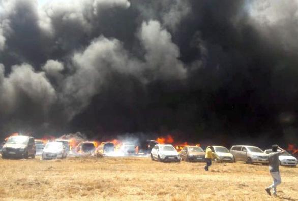 Triển lãm hàng không Ấn Độ thành biển lửa, 300 ôtô cháy rụi - Ảnh 2.