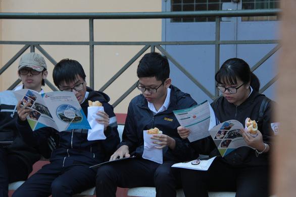 Bắt đầu tư vấn tuyển sinh hướng nghiệp tại Đắk Lắk - Ảnh 2.