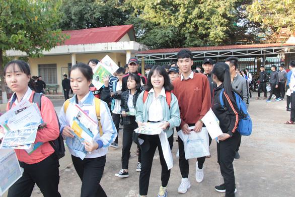Bắt đầu tư vấn tuyển sinh hướng nghiệp tại Đắk Lắk - Ảnh 1.