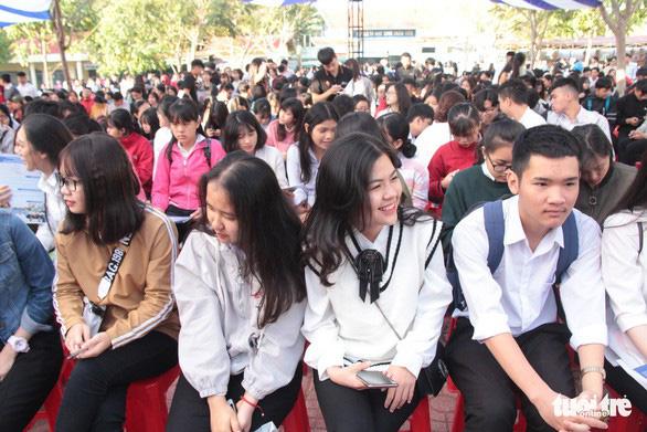 Sáng nay tư vấn chọn ngành, đăng ký xét tuyển đại học tại Khánh Hòa - Ảnh 1.