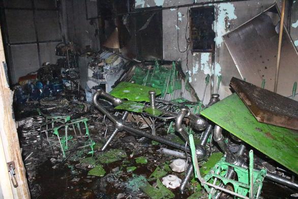 Cháy tiệm tạp hóa nửa đêm giữa khu dân cư - Ảnh 3.