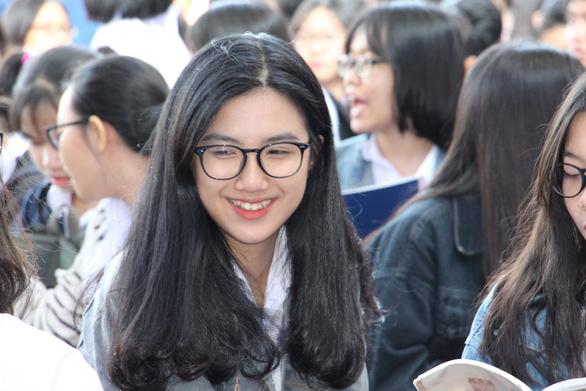 5.000 học sinh rộn ràng trong ngày tư vấn tuyển sinh tại Khánh Hòa - Ảnh 2.