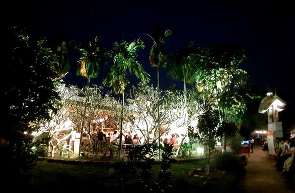 Đêm xuân nghe hát thơ Hàn Mặc Tử ở Bến Xuân - Ảnh 4.