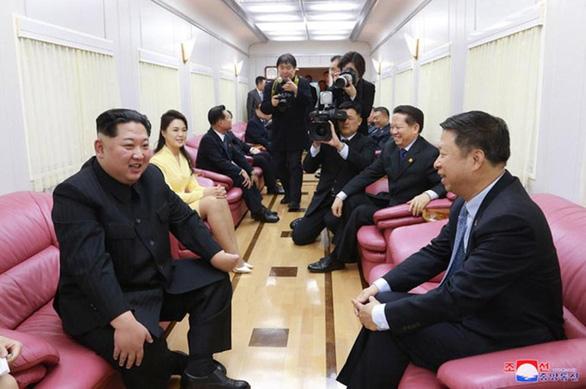Bên trong đoàn tàu bọc thép của ông Kim Jong Un - Ảnh 2.