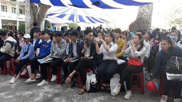 5.000 học sinh rộn ràng trong ngày tư vấn tuyển sinh tại Khánh Hòa - Ảnh 3.