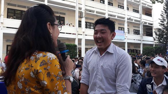5.000 học sinh rộn ràng trong ngày tư vấn tuyển sinh tại Khánh Hòa - Ảnh 6.