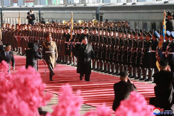 Ông Kim Jong Un sang Việt Nam cùng cô em gái - Ảnh 4.