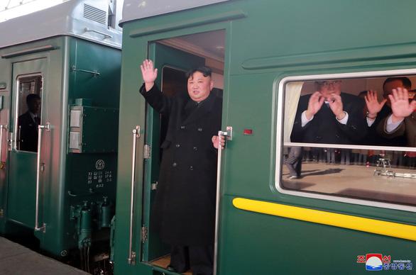 Ông Kim Jong Un sang Việt Nam cùng cô em gái - Ảnh 1.