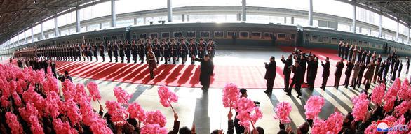 Ông Kim Jong Un sang Việt Nam cùng cô em gái - Ảnh 2.
