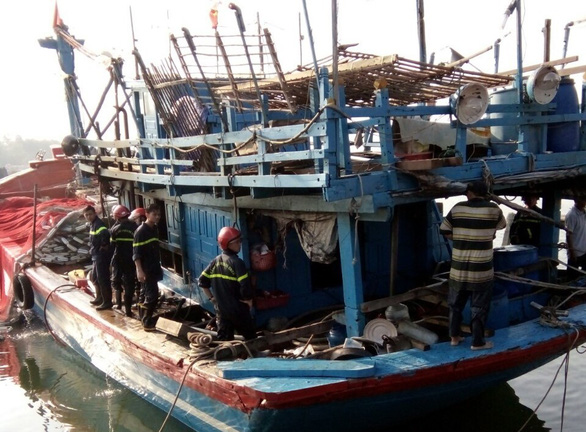 Tàu cá cháy tại bến khi chuẩn bị ra Hoàng Sa - Ảnh 1.