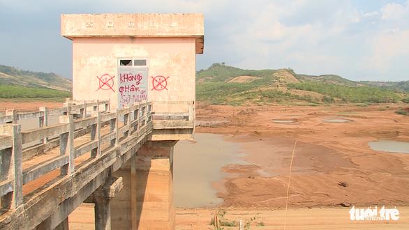 Kê khống khối lượng, xây hồ chứa nước hơn trăm tỉ rồi bỏ hoang - Ảnh 3.