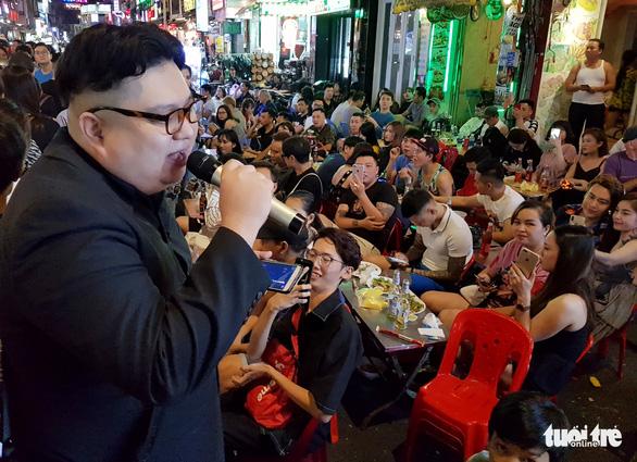 Thêm một Kim Jong Un giả xuất hiện ở Sài Gòn - Ảnh 7.