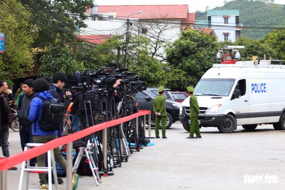Hàng trăm phóng viên giữ chỗ ở Đồng Đăng chờ đón Chủ tịch Triều Tiên - Ảnh 3.