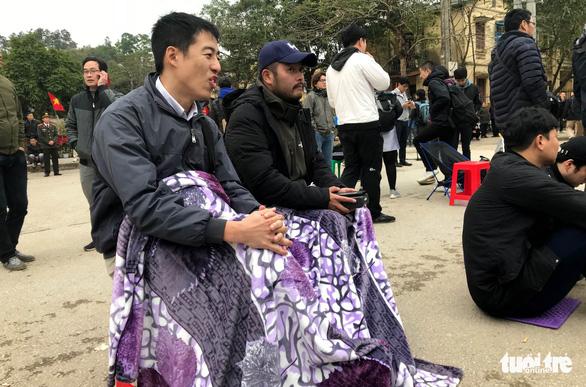 Hàng trăm phóng viên giữ chỗ ở Đồng Đăng chờ đón Chủ tịch Triều Tiên - Ảnh 4.