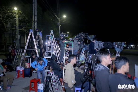 Hàng trăm phóng viên giữ chỗ ở Đồng Đăng chờ đón Chủ tịch Triều Tiên - Ảnh 6.