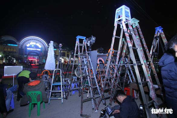 Hàng trăm phóng viên giữ chỗ ở Đồng Đăng chờ đón Chủ tịch Triều Tiên - Ảnh 1.