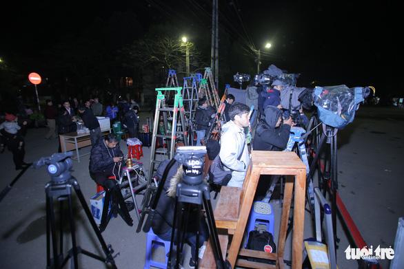 Hàng trăm phóng viên giữ chỗ ở Đồng Đăng chờ đón Chủ tịch Triều Tiên - Ảnh 7.