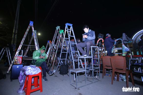 Hàng trăm phóng viên giữ chỗ ở Đồng Đăng chờ đón Chủ tịch Triều Tiên - Ảnh 9.