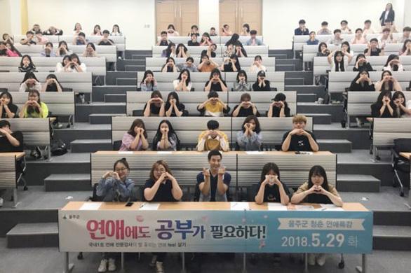 Nở rộ lớp học hẹn hò cho sinh viên Hàn Quốc - Ảnh 2.