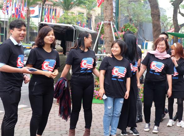 Đạp xe quanh trung tâm Hà Nội tuyên truyền ứng xử văn minh - Ảnh 3.