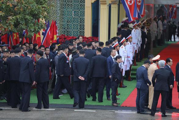Tàu bọc thép chở Chủ tịch Kim Jong Un đã vào đất Việt Nam - Ảnh 3.
