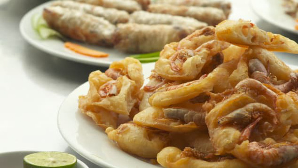 CNN gợi ý 5 món ăn đáng thử hơn cả phở khi đến Hà Nội - Ảnh 2.