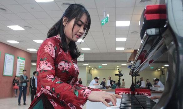 Tiếng dương cầm ở Bệnh viện 108 - Ảnh 1.