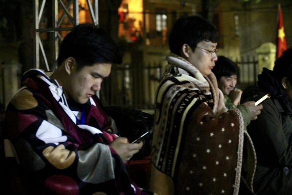 Ga Đồng Đăng rực rỡ cờ hoa 3 nước trong đêm 13 độ trước giờ đón ông Kim Jong Un - Ảnh 8.