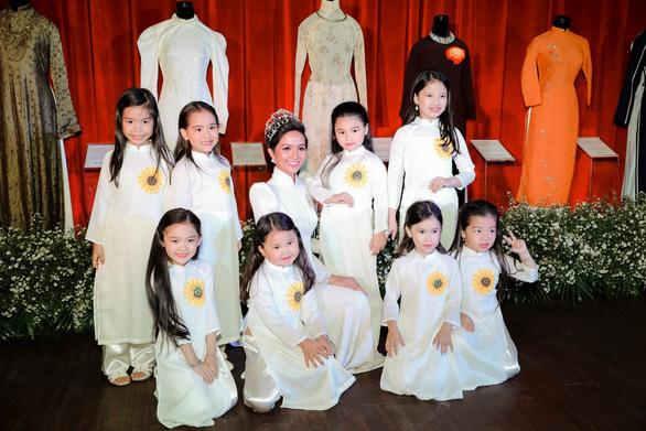 Hoa hậu H'Hen Niê: Sẽ dùng hết năng lượng quảng bá áo dài Việt Nam - Ảnh 4.