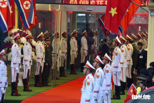 Tàu bọc thép chở Chủ tịch Kim Jong Un đã vào đất Việt Nam - Ảnh 9.