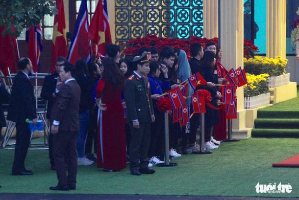 Tàu bọc thép chở Chủ tịch Kim Jong Un đã vào đất Việt Nam - Ảnh 10.