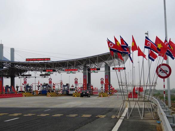 Hải Phòng gấp rút trang hoàng đường phố đón phái đoàn Triều Tiên - Ảnh 1.