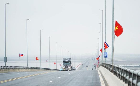 Hải Phòng gấp rút trang hoàng đường phố đón phái đoàn Triều Tiên - Ảnh 4.