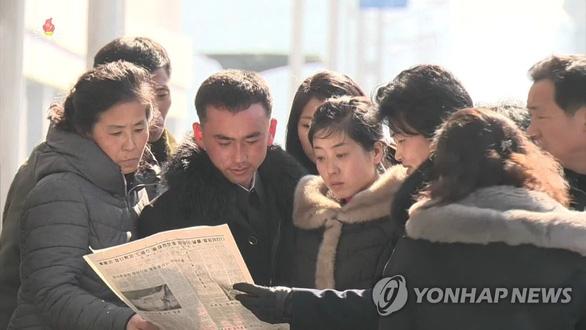 Dân Triều Tiên hào hứng như nồi nấu kim loại - Ảnh 1.