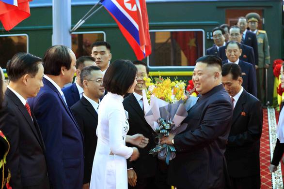 Nữ sinh xứ Lạng tặng hoa ông Kim Jong Un ở ga Đồng Đăng là ai? - Ảnh 1.
