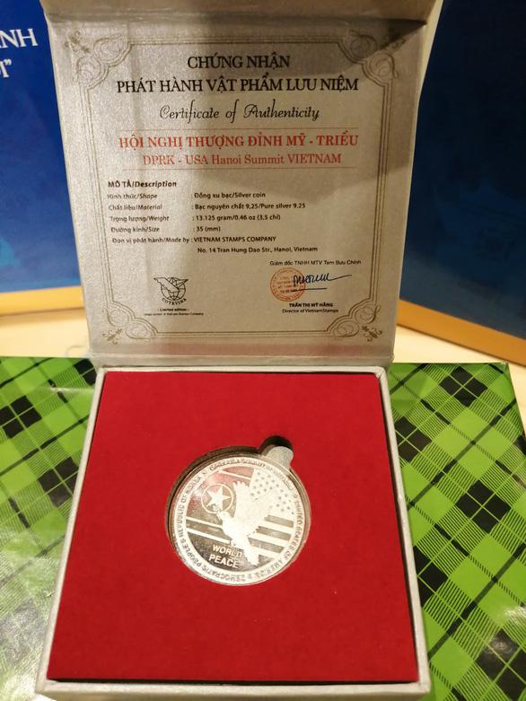 Đồng xu mừng thượng đỉnh Mỹ - Triều giá 100 USD được bán hết sạch - Ảnh 2.