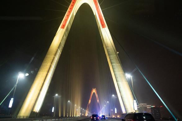Cầu Nhật Tân xuất hiện trên trang Facebook của Nhà Trắng - Ảnh 4.