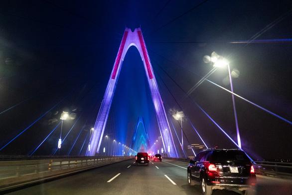 Cầu Nhật Tân xuất hiện trên trang Facebook của Nhà Trắng - Ảnh 5.