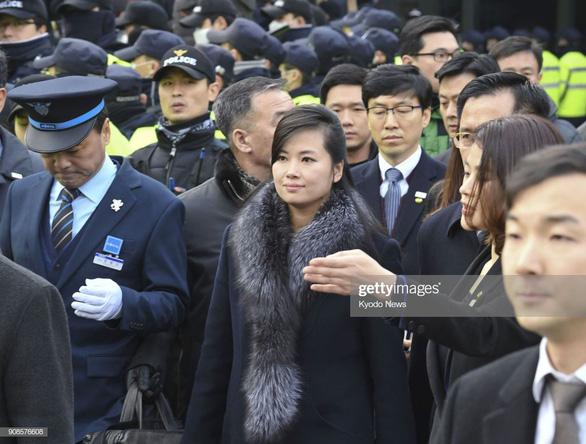 Nữ ca sĩ quyền lực nhất Triều Tiên thích thú khi ăn... ớt Việt Nam - Ảnh 4.