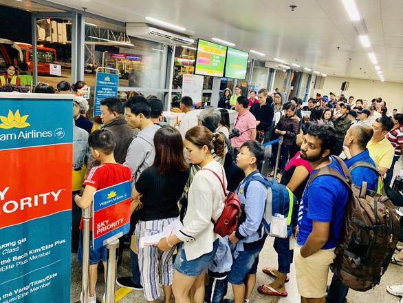 Vietnam Airlines mở bán 70.000 vé máy bay Tết Canh Tý - Ảnh 1.