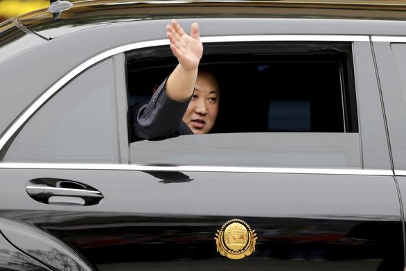 Báo Triều Tiên đăng tải ảnh bàn bạc đàm phán của ông Kim Jong Un - Ảnh 2.